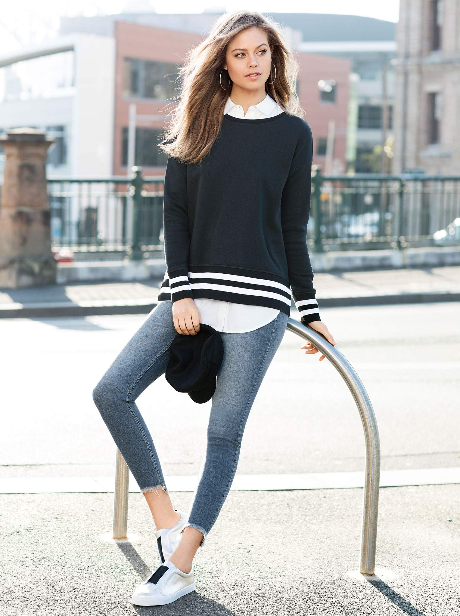 Spring trend Athleisure: pair a sport sweatshirt with denim and a white shirt