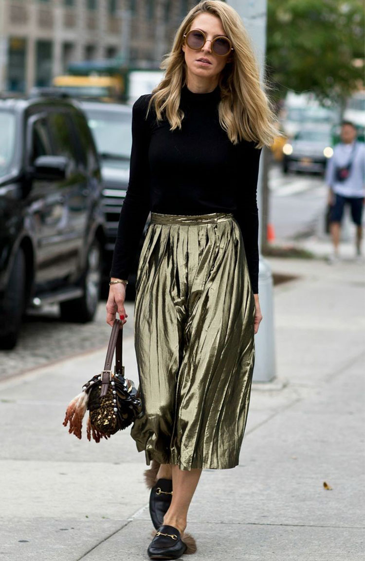Street style metallic pleat skirt