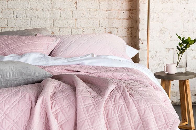 Soft velvet in pink. Give your bedroom a facelift with a slight velvet make-over!